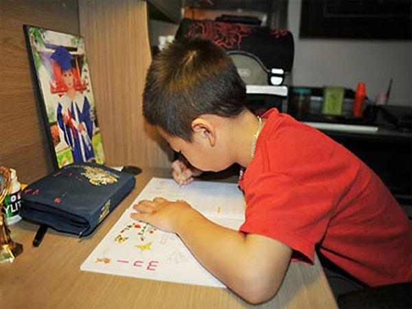 Cách lựa chọn và bố trí bàn học cho con đúng phong thủy