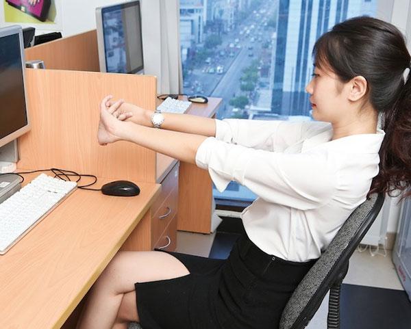 Bài tập giúp ngồi ghế văn phòng lâu mà không mỏi