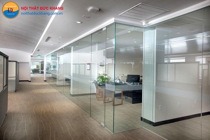 Sử dụng vách kính cường lực giúp nhân viên tập trung làm việc