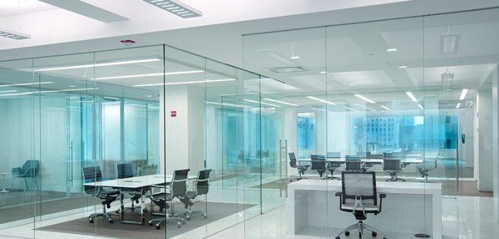 3 lý do nên chọn vách ngăn kính cường lực văn phòng
