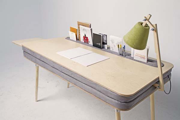 Chiếc bàn nhỏ có nhiều ngăn