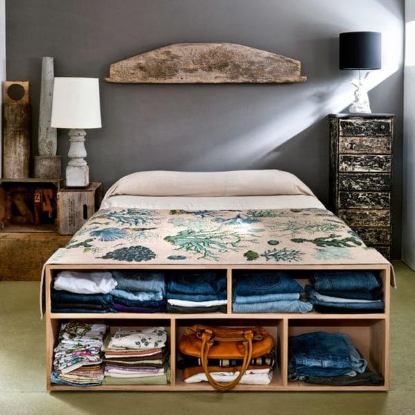 Giường ngủ được thiết kế có kệ đựng đồ