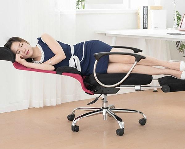 Có thể kéo ra hoặc đẩy phần gác chân một cách dễ dàng