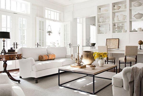 Kim loại, gốm sứ, đá, gương và thủy tinh phù hợp làm nội thất cho gia chủ mệnh Kim