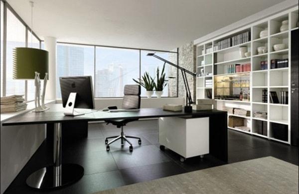 Phía trước bàn làm việc nên có khoảng không thoáng đãng hợp lý