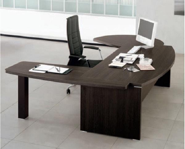 Nên sử dụng bàn làm việc dạng hình uốn lượn có góc bo tròn với các màu đen hoặc xanh đậm